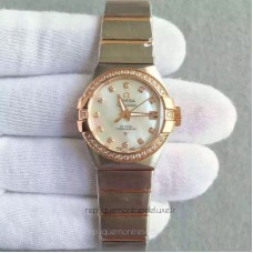 Réplique Omega Constellation Dames 123.25.31.20.55.001 27MM Acier inoxydable /Or rose Mere de perle /Diamants Dial Suisse